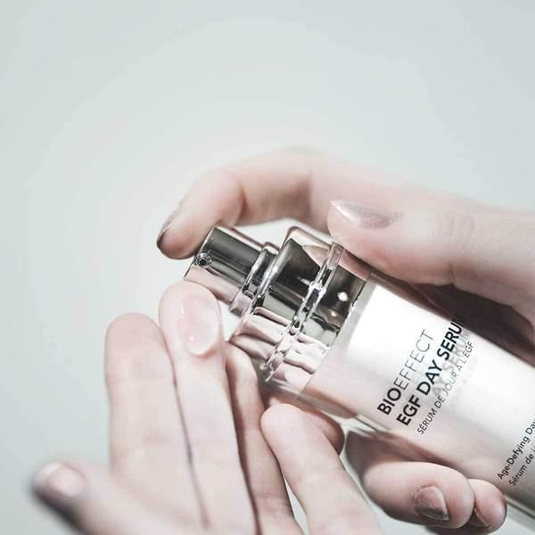 day-serum-hand-and-texture_ea406526-b2cc-43b5-9bc5-a9f41abbcd89_600x600-2