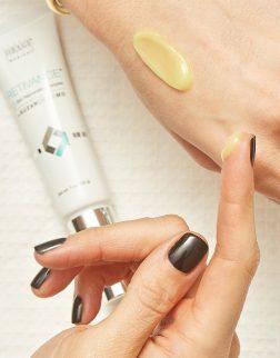 obagi-medical-suzanobagimd-retivance-skin-rejuvenating-complex-362032600017-texture-1-f9ce2050fd9ca13bbcacf2475a105a0e